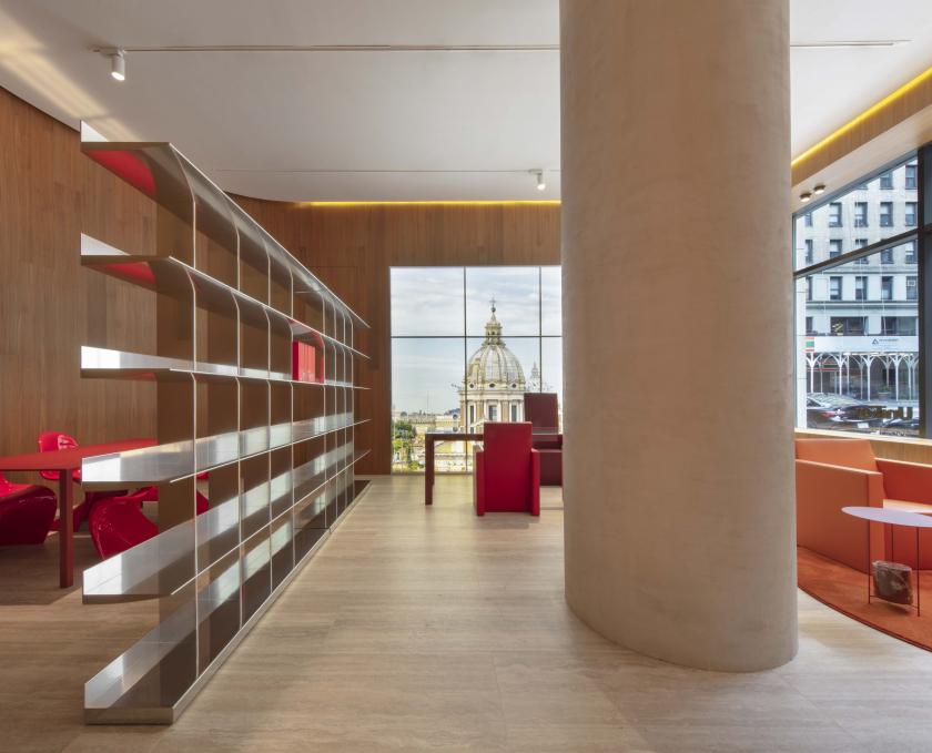"""""""Executive Office"""", nuova installazione di Ron Gilad per UniFor"""